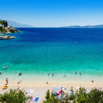 Strand en blauwe zee Split
