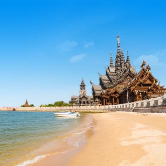 Heiligdom aan de kust in Pattaya