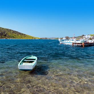 Turkije bootje op het water aan de haven van Gümbet