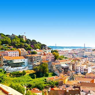 Huizen op een berg in Lissabon