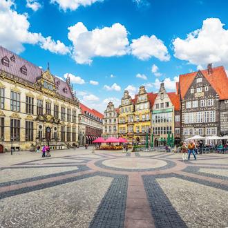 Panoramisch uitzicht op het historische Bremen Marktplein met De Schutting