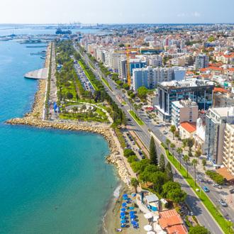 Uitzicht over de kustlijn van Limassol, Cyprus
