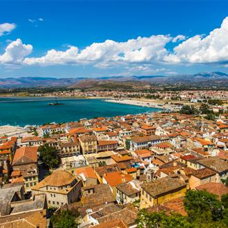 Uitzicht over de stad Nafplio in Peloponnesos