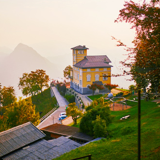 Uitzicht-vanaf-Monte-Bre-in-Ticino