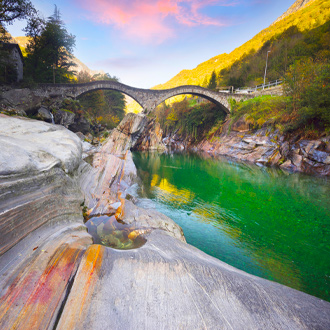 Verzaska-rivier-in-Ticino