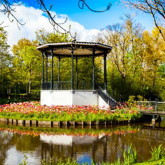 Prieeltje in het vondelpark in Amsterdam