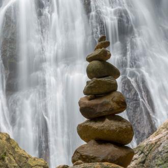 Waterval met stenen in Koh Samui Thailand