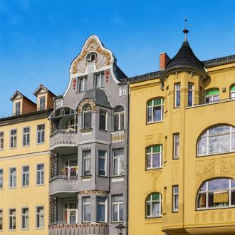 Gekleurde gebouwen in de stad Weimar in Duitsland