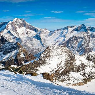 Besneeuwde Weissmiess bergtoppen in Saas Fee