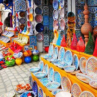 Winkel met gekleurde borden Tunesie