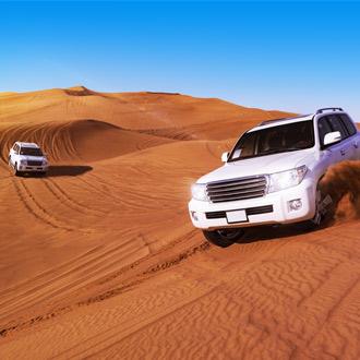 SUV auto door woestijn Dubai