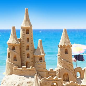Zandkasteel op het strand van El Arenal, Mallorca
