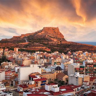 Zonsondergang in een stadje Alicante