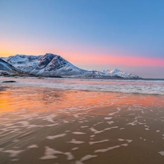 Zonsopgang bij het strand van Torso