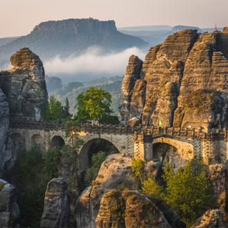 De Bastei brug Saksisch Zwitserland Nationaal Park in Sachsen