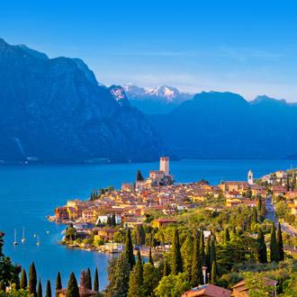 de stad Malcesine aan het gardameer in Veneto