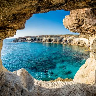 bijzondere grotten en zee agia napa op cyprus