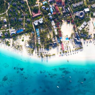 Het prachtige tropische strand van Zanzibar, Tanzania