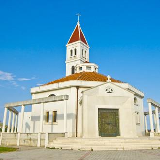 Mooie witte kerk, in Seget Donji