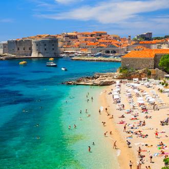 Oude stad en het strand in Dubrovnik