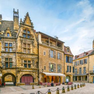 Het populaire plein in Sarlat la Caneda in de Dordogne