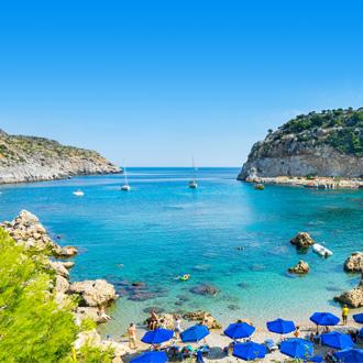 Uitzicht op Ladiko Beach op het Griekse eiland Rhodos