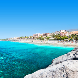 Turquoise zee aan de kust van Playa de las Americas