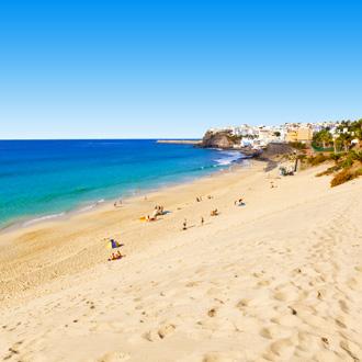 Strand wit zand in Morro Jable op Fuerteventura