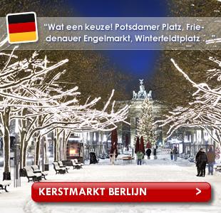 Ondergesneeuwde straat in Berlijn