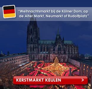 Bovenaanzicht van kerstmarktkramen en de Dom in Keulen