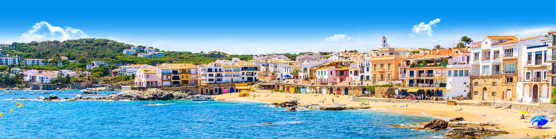 De zee met mooi strand in Callela aan de Costa Brava