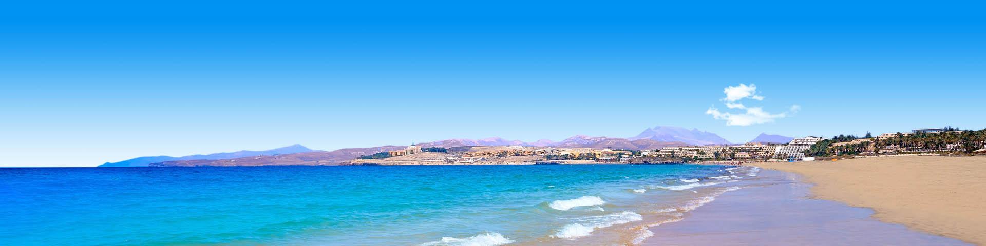 Het uitzicht over de blauwe zee in Jandia