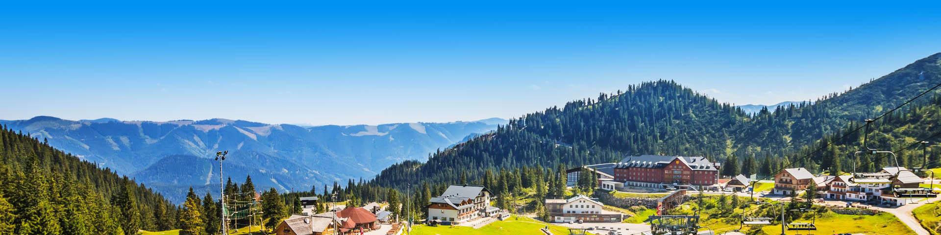 Groen landschap in de bergen van Oostenrijk.