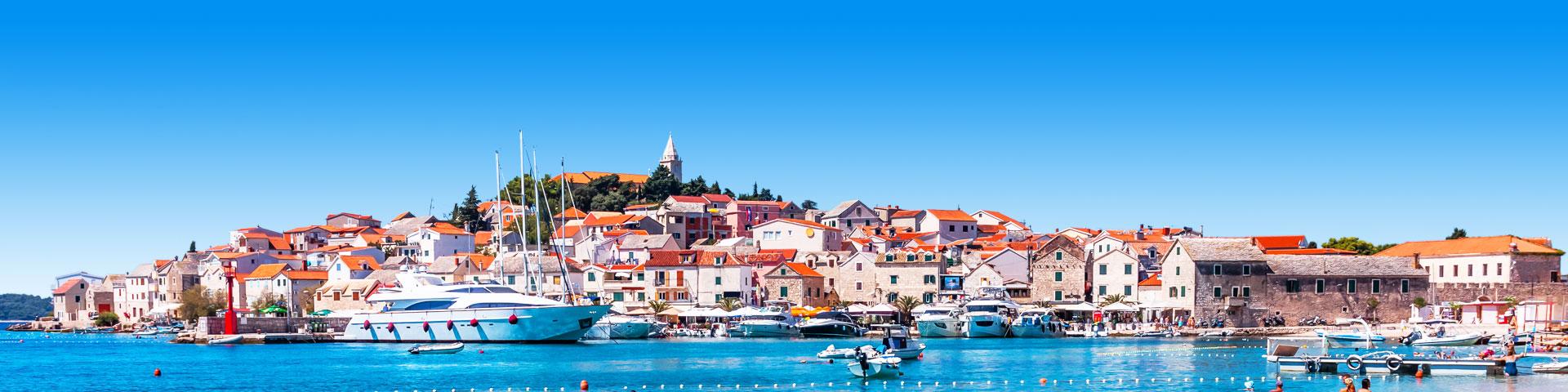 Oud stadje in Kroatië gelegen aan de zee