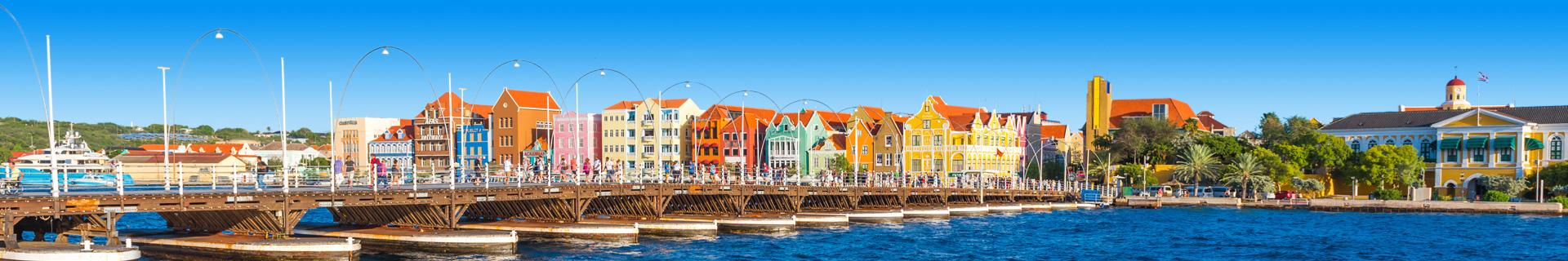 Gekleurde huisjes in Curacao