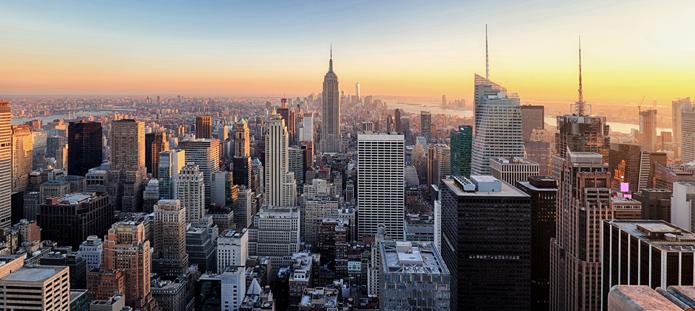 Skyline van New York bij schemer
