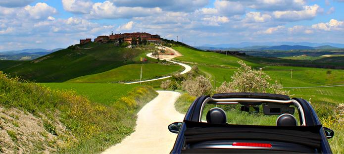 Fiat 500 op de heuvels van Toscane