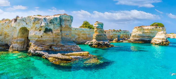 Helderblauwe zeewater bij Puglia
