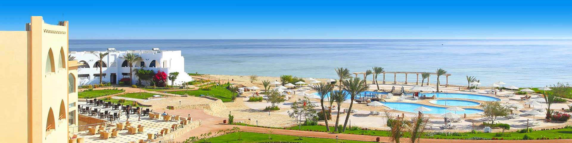 Foto van een The Three Corners hotel met zwembad en uitzicht op zee