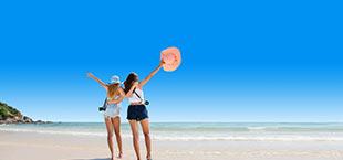 Meiden op strand op Kreta