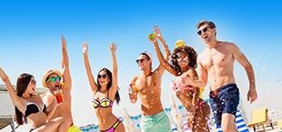 Feestende jongeren op Mallorca