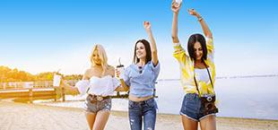 Vrouwen op strand Zakynthos