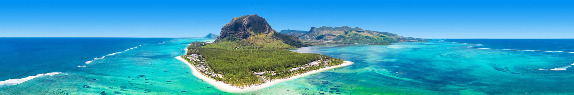 Uitzicht op het parelwitte strand van Mauritius