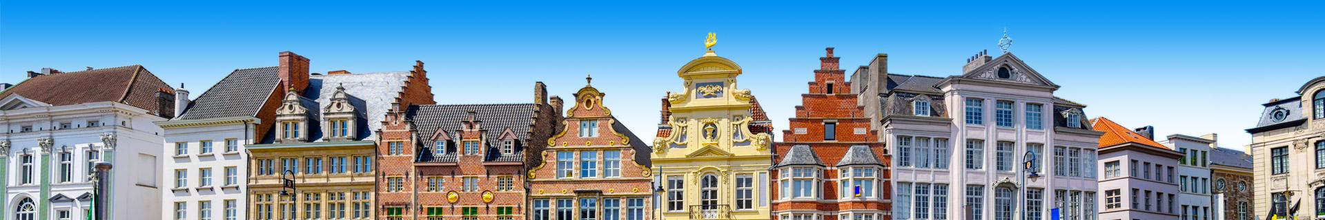 Typische huizen aan de grachten in België