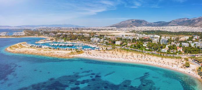 Zee en strand van Athene