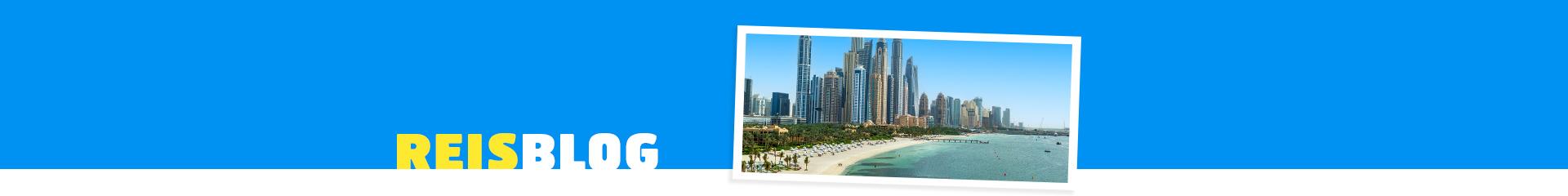 Strand en skyline van Dubai