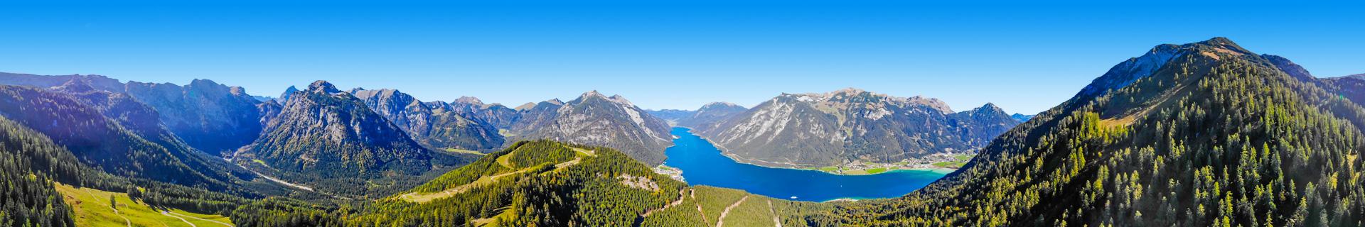 Berglandschap en een meer in Oostenrijk