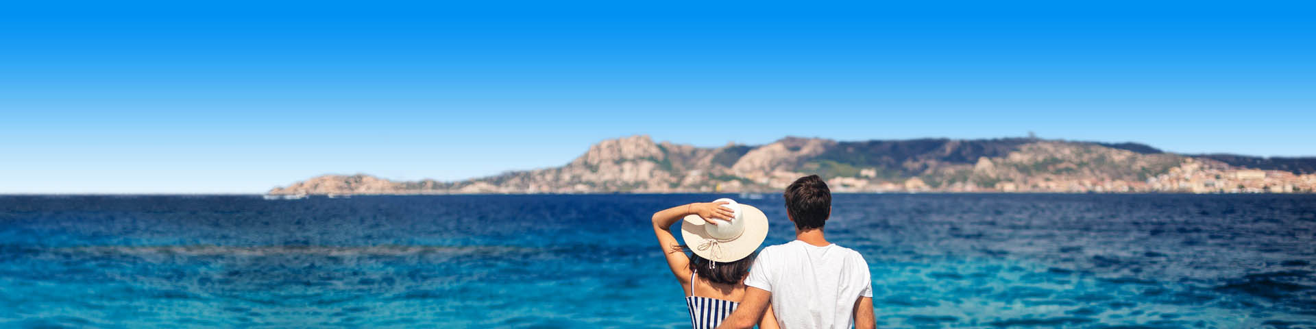 Koppel op een warme vakantiebestemming tijdens valentijnsdag