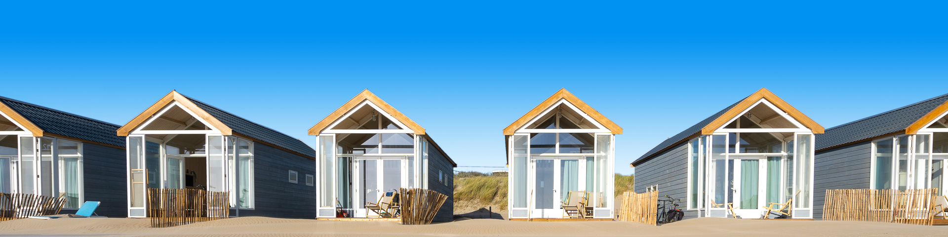 Een zonnige workation met uitzicht op strandhuisjes