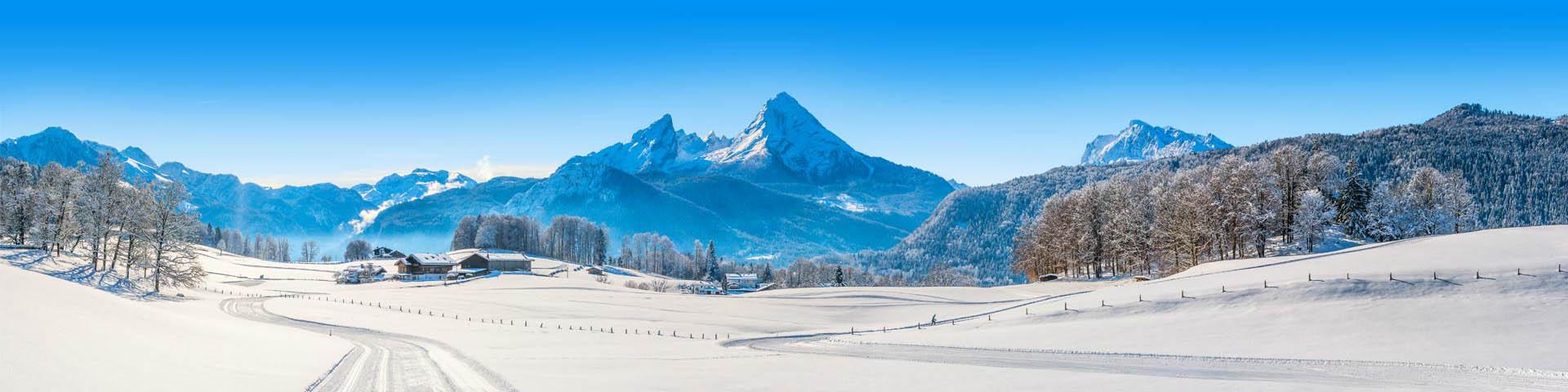 Besneeuwd landschap met bergen in Frankrijk
